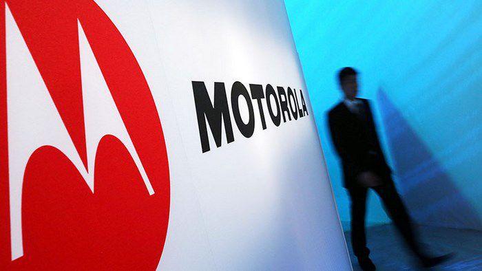 Motorola nhằm vào Apple lẫn Samsung